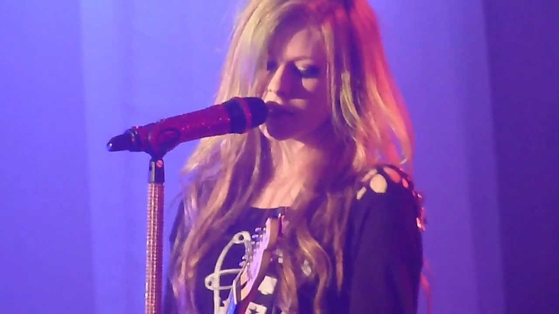 Avril Lavigne -Airplanes/ My Happy Ending/ Don't Tell Me (The Black Star Tour-Singapore 2011)