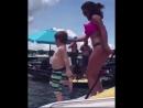 Раз у меня был недавно день рождения, решил вам закинуть своё детское видео. Мне тут по-моему лет 5. На отдыхе в Сочи🕺🏼☀️