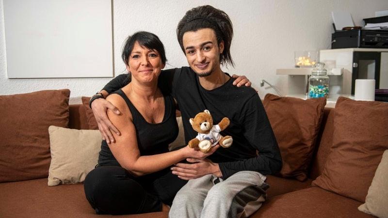 Mona (45) Hamza (24): DIE Liebesgeschichte des Jahres!