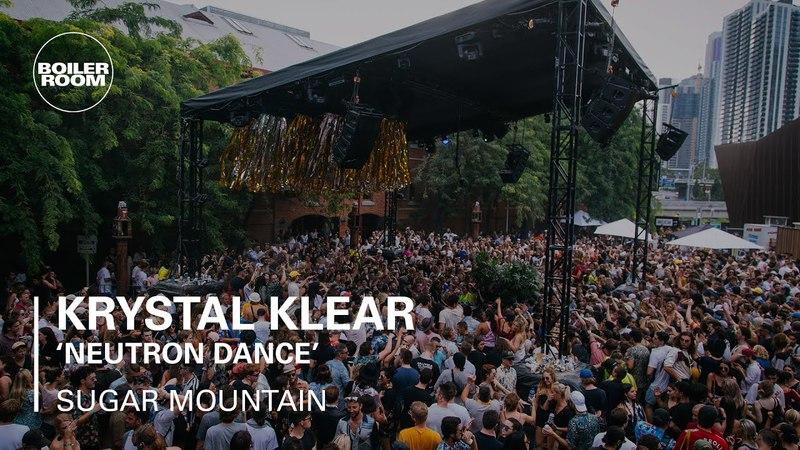 Gerd Janson dropping Krystal Klear's Neutron Dance at Sugar Mountain