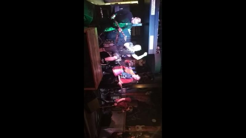 Панк-рок концерт. Группа Кукольный театр
