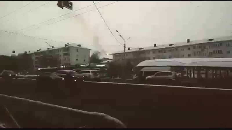 Вчера в 16.30 Уфа на Бульваре Славы.замкнул контактный провод у троллейбуса