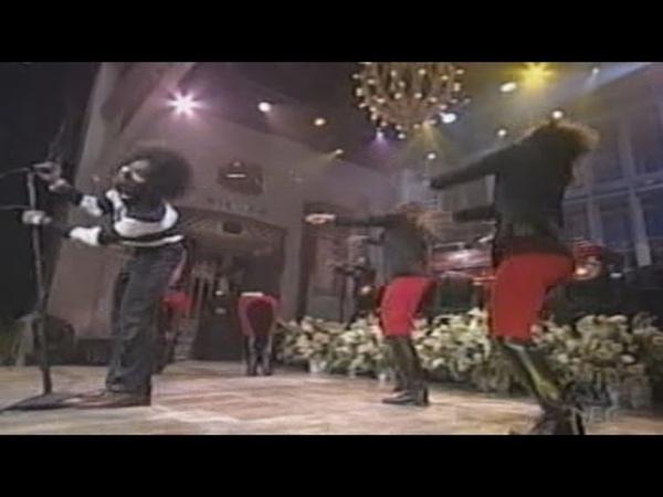 OutKast - Hey Ya (SNL 2003)