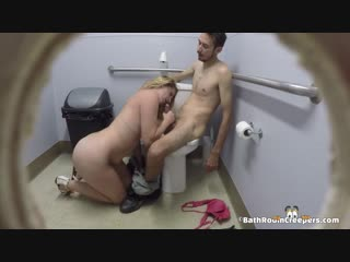 Public bathroom spy cam в туалете камера скрытая подглядывание 2