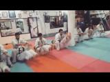 Отличное упражнение для крепкого пресса и сильных неутомимых ног в Кёкусинкай карате. Подготовка бойца. http://vk.com/oyama_mas