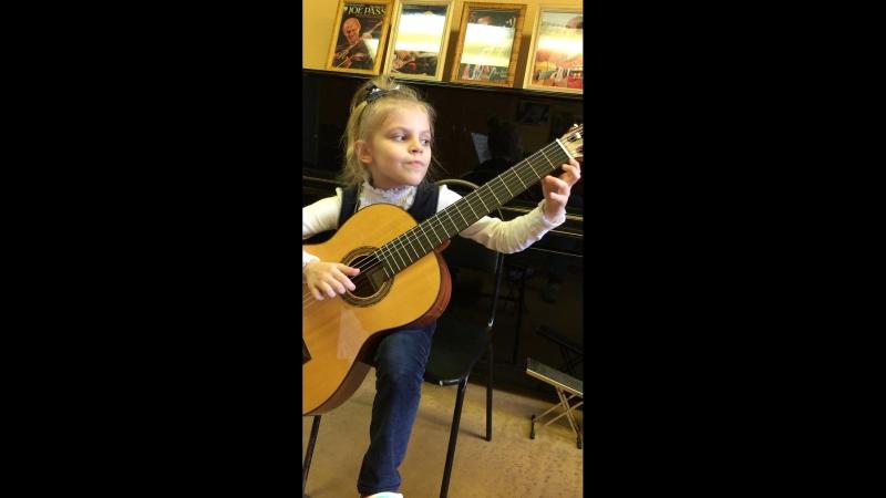 Головина Катя 7 лет. 7 месяцев обучения (моя ученица на уроке в классе)