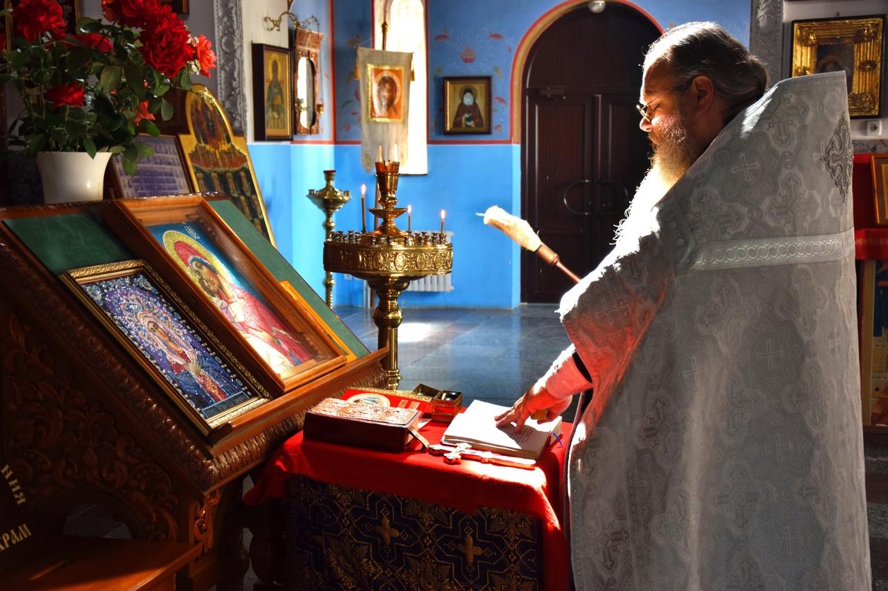 «Во время обстрелов дети засыпают с иконами в руках»: священник из Донбасса рассказал о страшных моментах войны - как вера спасала людей Докучаевска
