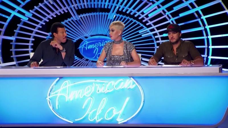 Кэти Пэрри поцеловала участника шоу American Idol (хорошее настроение, смешное видео, поцелуй, любовь, отношения, целуются).
