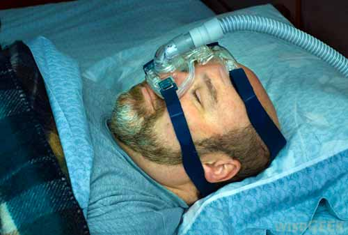 Дыхательная маска BiPAP.
