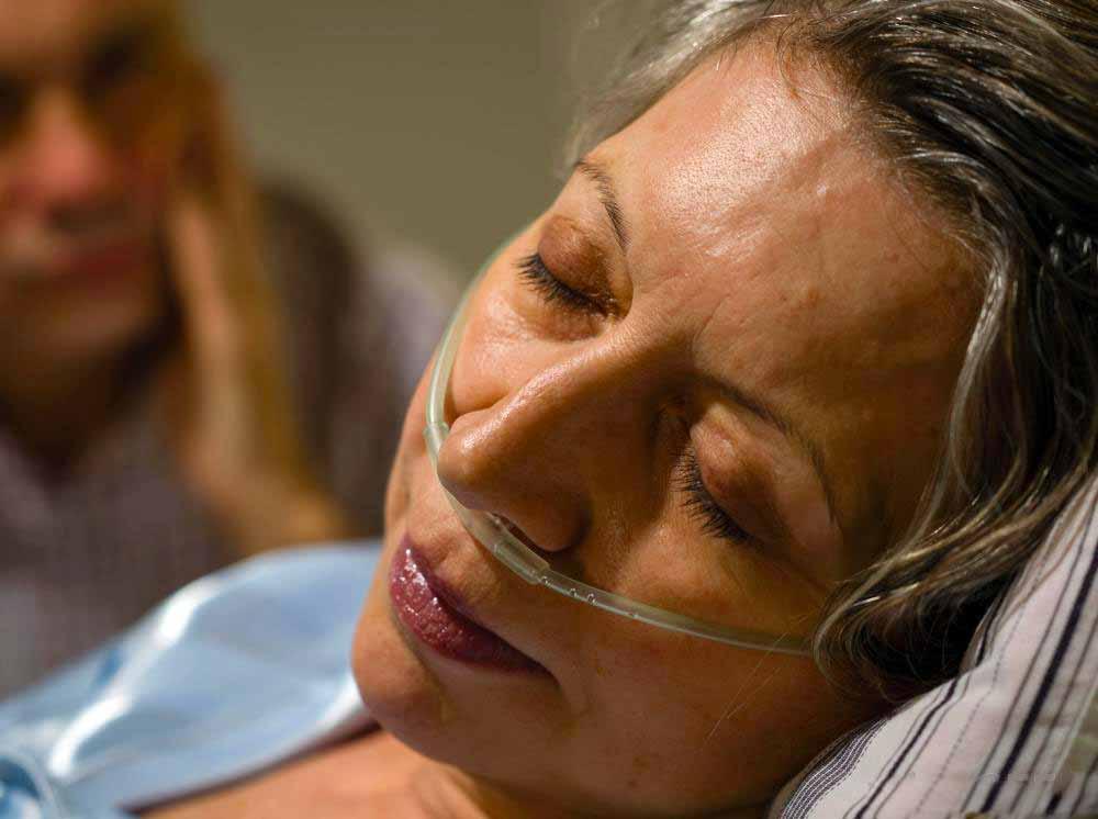 Носовая канюля помогает пациенту потреблять достаточное количество кислорода для правильной оксигенации клеток организма.