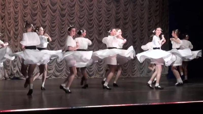 Девушки танцуют ВЕСЕЛУХУ. ЕВРЕЙСКИЙ ТАНЕЦ