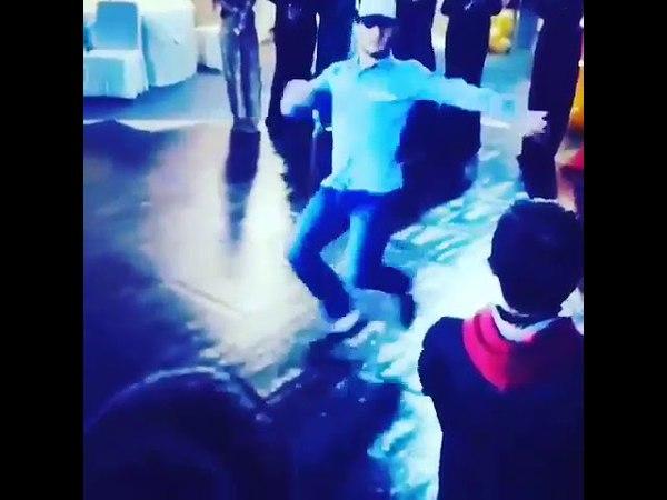 Иса Идрисов танцует Зажигает