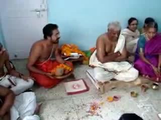 Рецитации санскритских священных текстов.