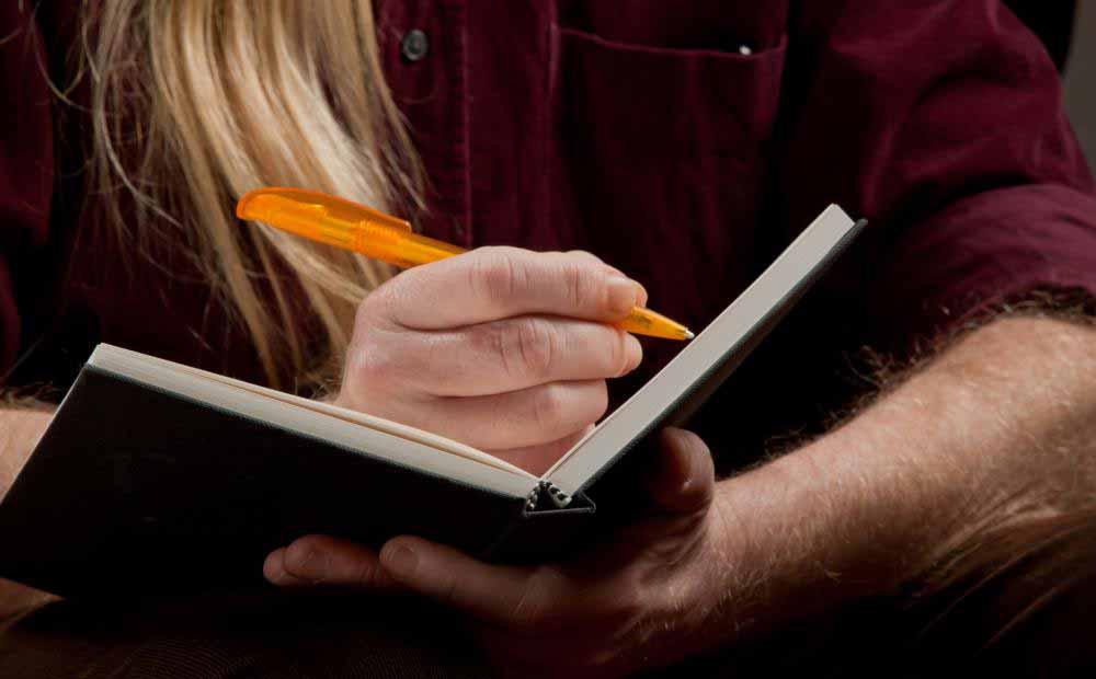 Хранение дневника пищи может помочь определить, какие продукты вызывают симптомы IBS