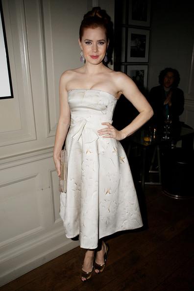 Эми Адамс в белом