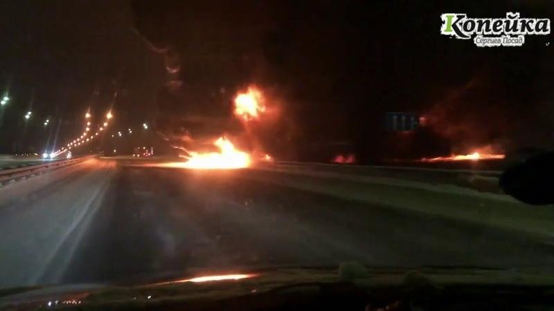 На Ярославском шоссе около Березняковской развязки АЗС Роснефть разлилось и загорелось топливо