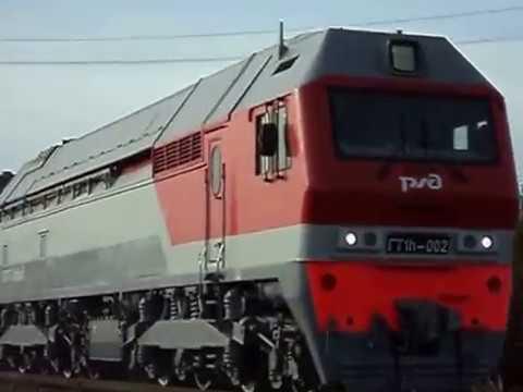 ГТ1h 002 с грузовым поездом и приветливой бригадой