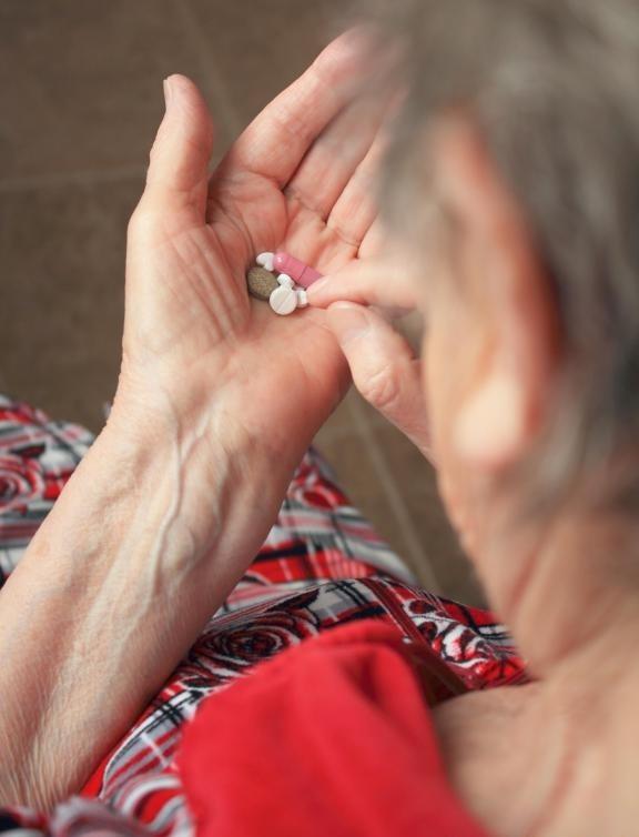 Некоторые пожилые пациенты, принимающие урикозурические препараты, испытывают плохие побочные эффекты.