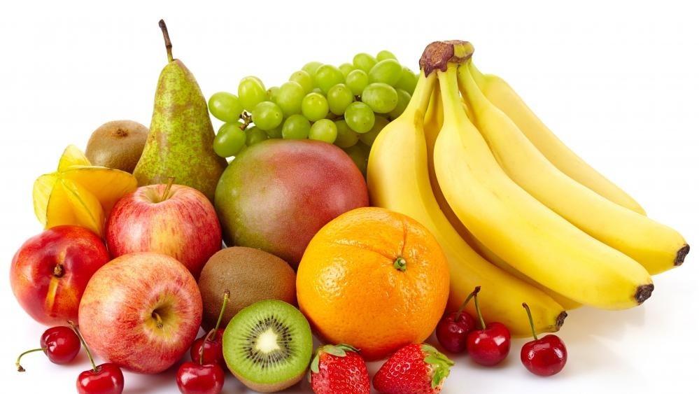 Потребление высоких уровней фруктозы - сахар, естественно встречающийся во фруктах и соках, - может способствовать гиперурикемии.