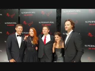 Дженсен, Дэннил, Женевьев, Джаред и Миша Коллинз на вечеринке в честь 300 серии «Сверхъестественного»