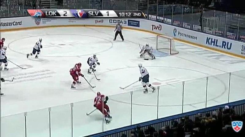 Моменты из матчей КХЛ сезона 1415 • Удаление. Баркер Кэм (Слован) за атаку в область головы и шеи 18.02