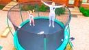 ОДНИ ДОМА купили ОГРОМНЫЙ БАТУТ Настя Саша Мама и Папа прыгаем на батуте For KIDS