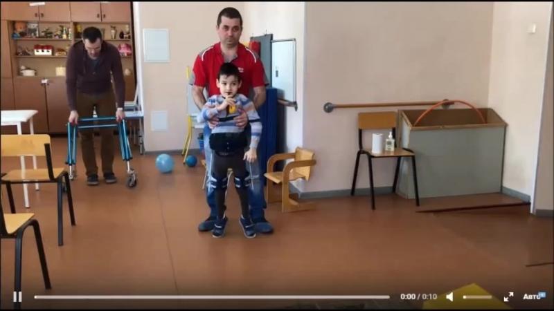 Мальчик в синем ортезе SWASH и без ортеза, Мастер-класс в Уфе
