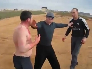 Драка на улице. street fight is a need to look