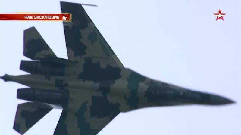 Как новейший Су-35 уходит от ракеты