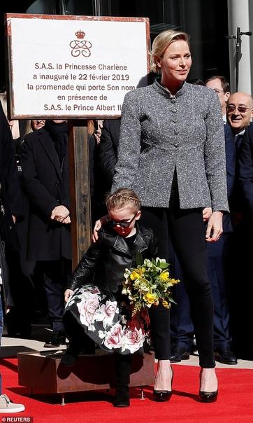 """Будущий князь Монако показал """"козу"""" на церемонии открытия One Monte-Carlo"""
