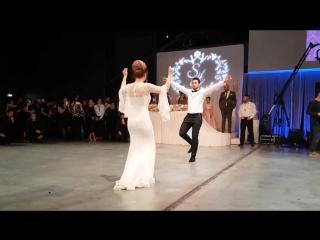 Hakan Çalhanoğlu - Amazing Wedding (Traditional Turkish Zeybek Dance Show)