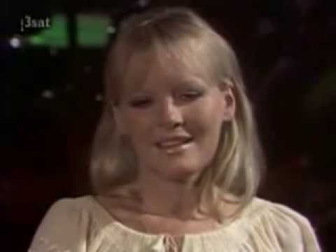 Petula Clark - I Dont Know How to Love Him
