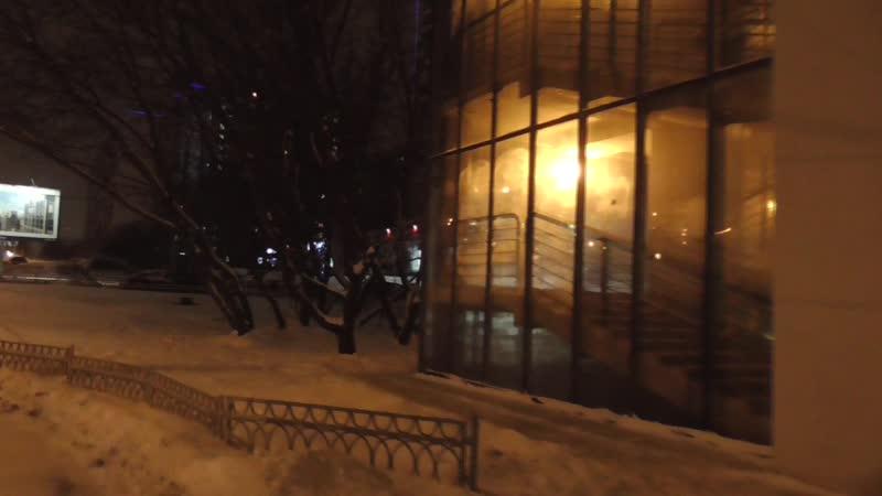 пешеходный мост через рублевское шоссе в москве наземный переход зимой вечером улица крылатская
