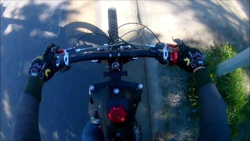 Езда на мотовелосипеде Dhampir с переделанным резонатором