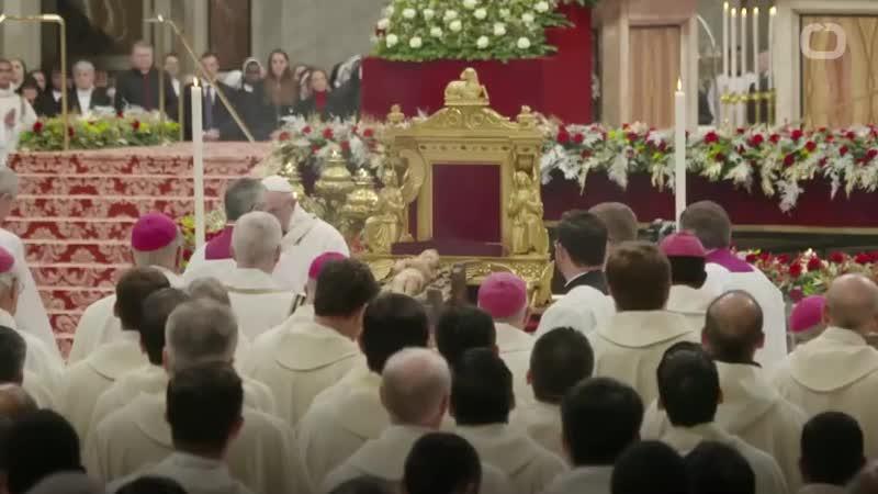 Au Vatican trois Femen, chiennes de garde du juif Soros, sintroduisent dans la crèche