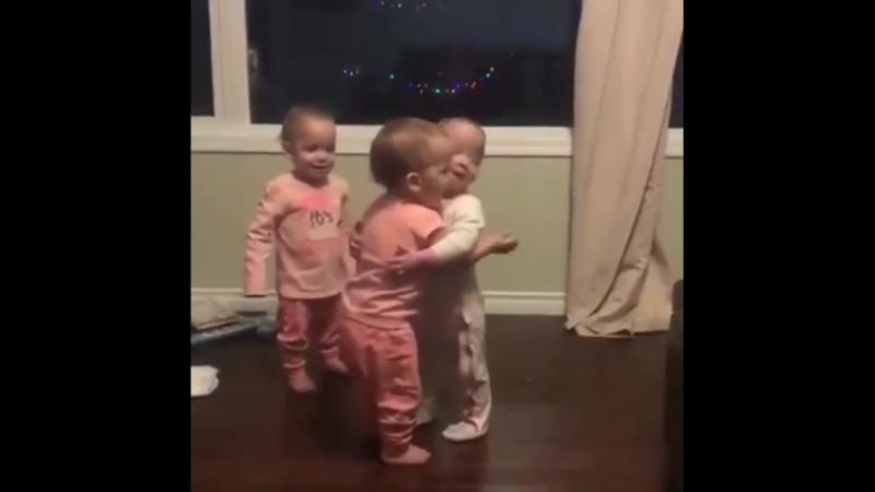 Детки - Обнимашки ...