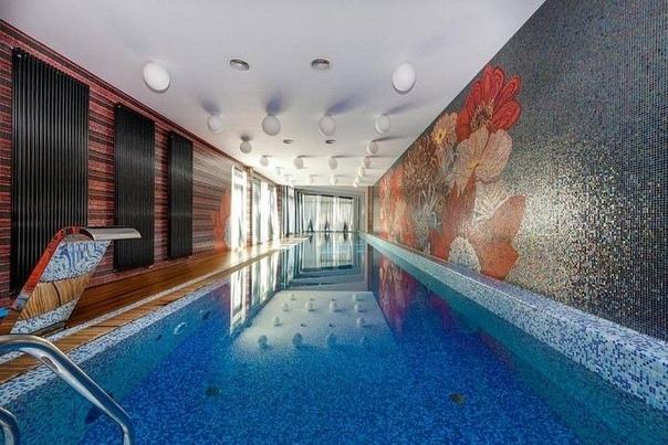 В продаже самый дорогой дом в России На торги был выставлен роскошный особняк, который находится в Подмосковье в поселке Грибово. Цена дома 1,9 млрд. рублей.Он создан по проекту архитектора