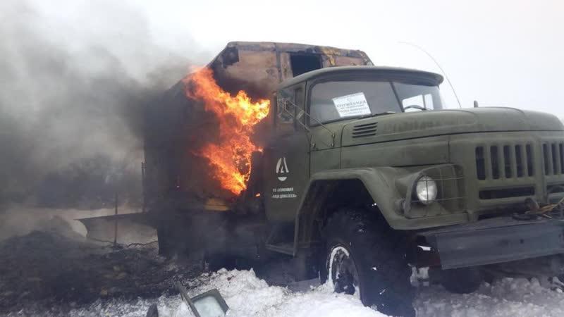 Последствия обстрела укрофашистами сотрудников и автомобиля КП Вода Донбасса.