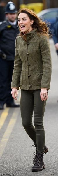 Кейт Миддлтон посетила общественный сад короля Генриха в Ислингтоне Отметившая недавно свой 37-й день рождения Кейт Миддлтон сегодня вновь появилась на публике. Герцогиня Кембриджская посетила
