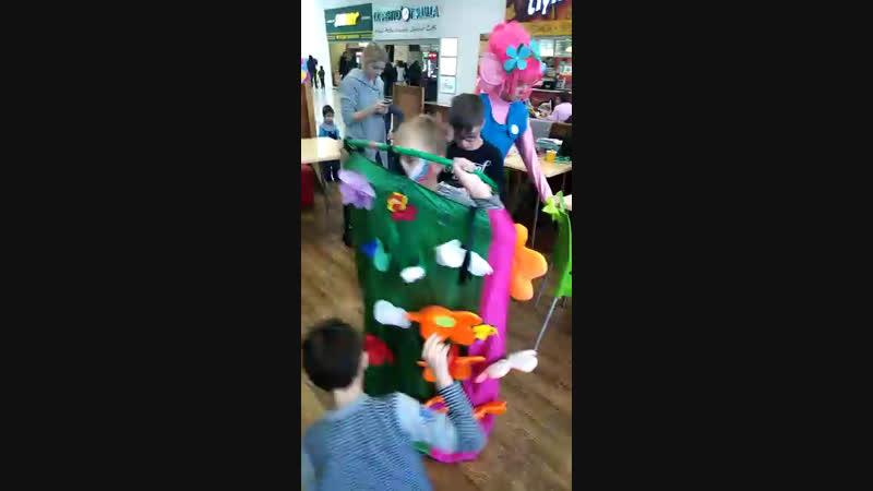 Тролли на детском празднике в Мушу