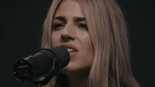 Brooke Ligertwood & Taya Smith - NEW SONG 2018 (Remembrance)