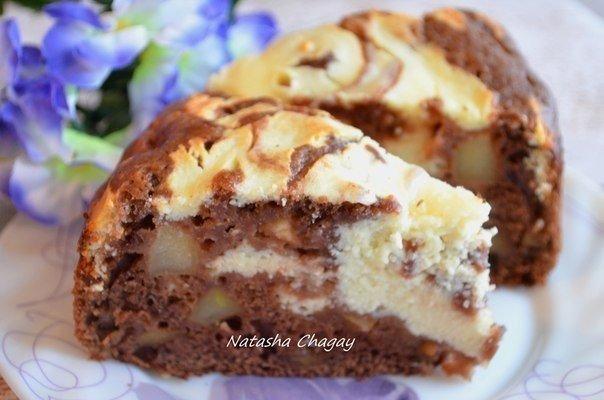 Ароматный пирог с яблоками и творожной начинкой