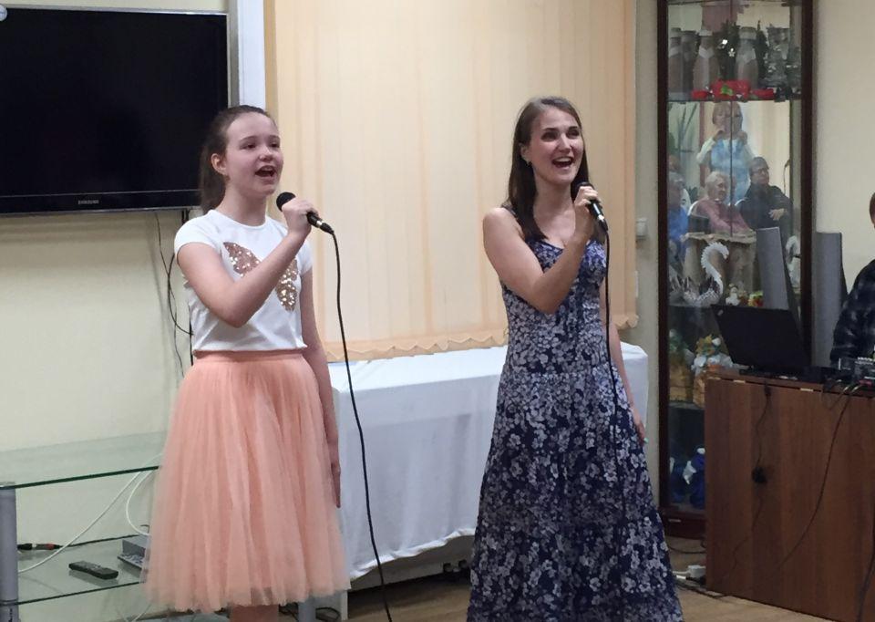Песни на разных языках мира исполнили в центре соцобслуживания на 1-й Хуторской