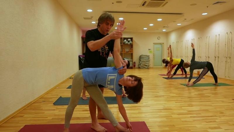 Аштанга йога в центрах йоги Сфера. Преподаватель Игорь Красильчук