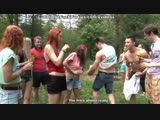 Русские студентки отрываются с парнями в лесу на секс пикнике