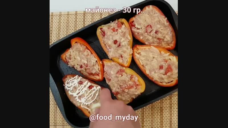 Фаршированные перцы (ингредиенты указаны в описании видео)