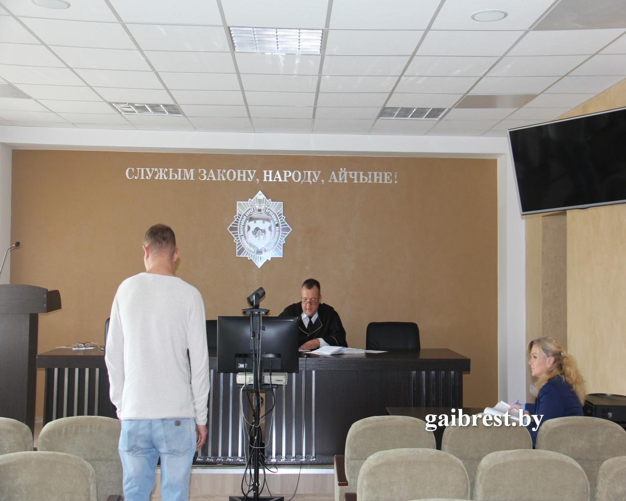 """Автомобиль """"Ауди 80"""" подлежит конфискации. Выездное судебное заседание суд Московского района состоялось в ГАИ"""