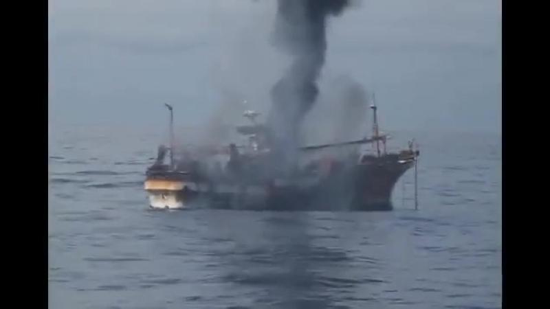 расстрел американской береговой охраной бродячейяпонской рыболовецкой шхуны оказавшийся после цунами в океане