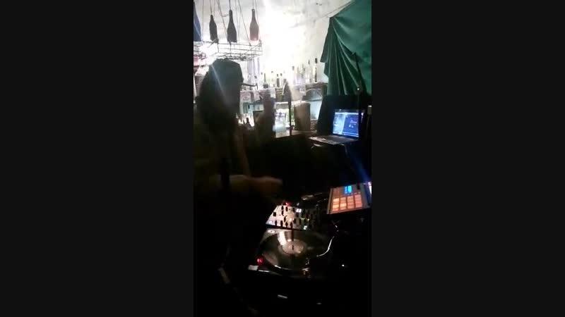 Selecta Idren Bassoy mix hip-hop vinyl plates Danny Red - Teaser High Smile Hi-Fi - Modern Riddim