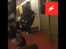 Парочка занимается чем-то странным в московской подземке